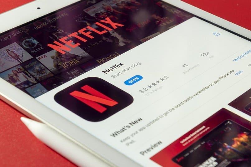 aplicacion de netflix en la pantalla de un movil
