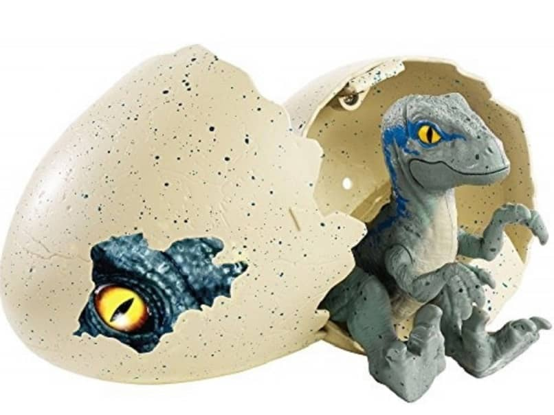 huevo dinosaurio crece en agua