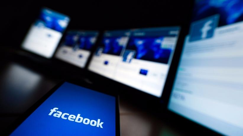 usar facebook en español