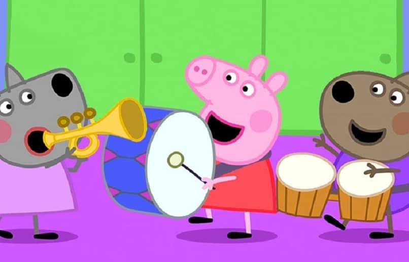 peppa pig jugando con sus amigos