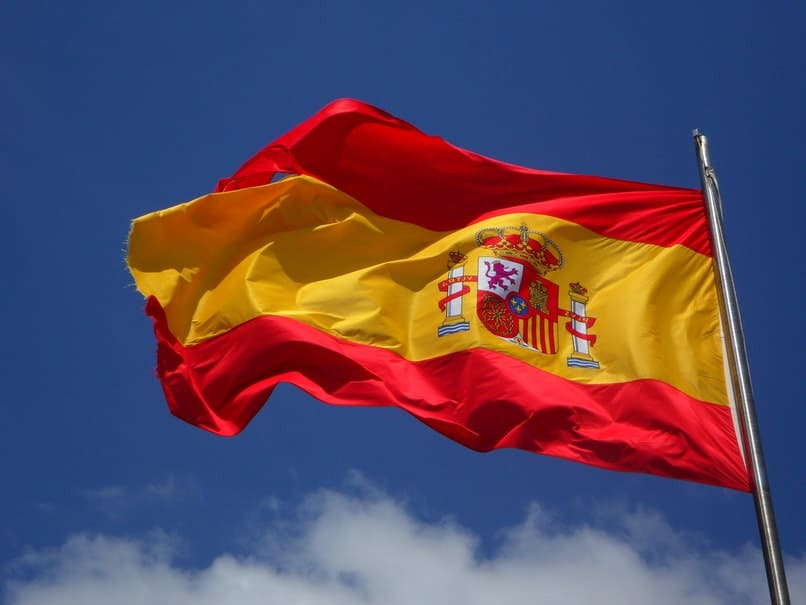bandera de espana ondeando