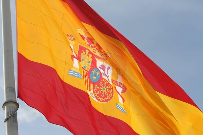 bandera y escudo de espana