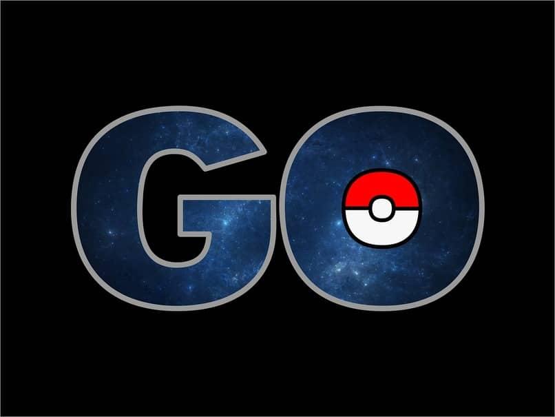 logo de pokemon go con pokebola en ella