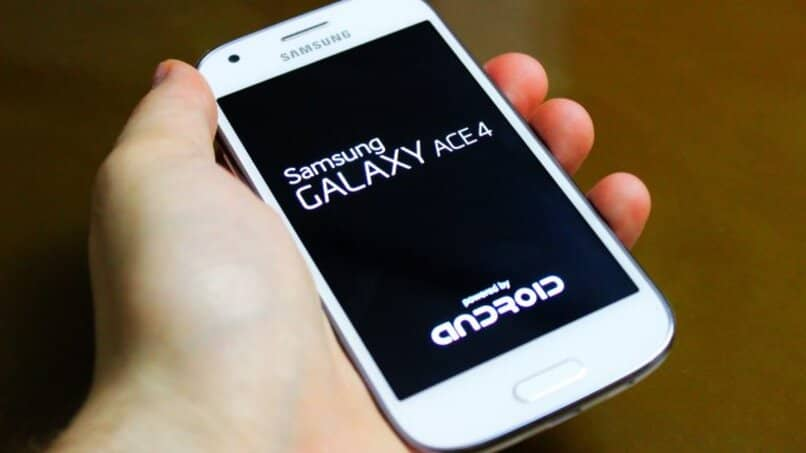 celular android reiniciando pantalla