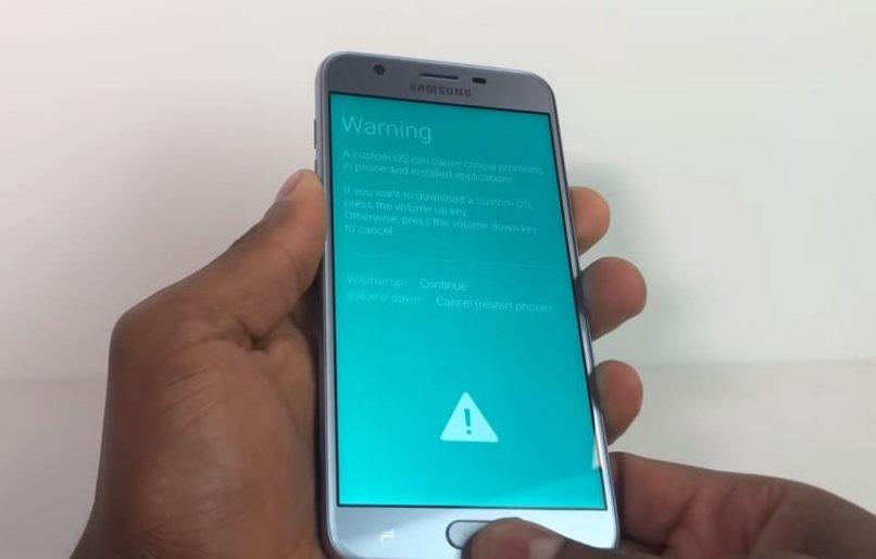 equipo samsung presenta advertencia en pantalla