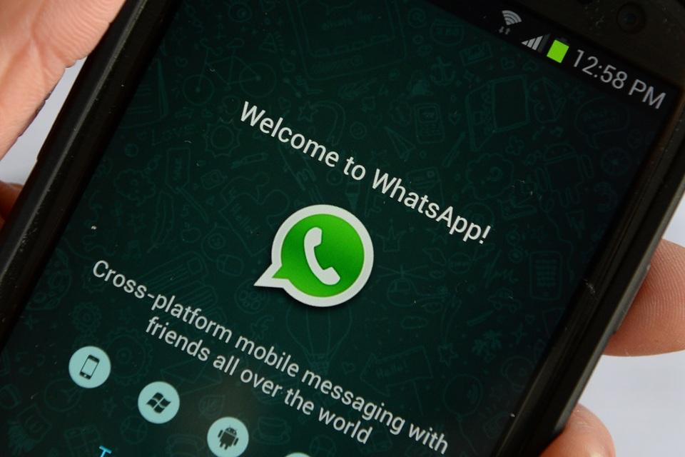 como ocultar que estoy en linea en whatsapp iphone