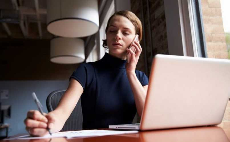 llamadas gratis por internet persona hablando