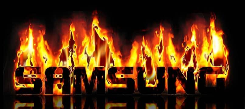 nombre de la marca samsung revestido por llamas
