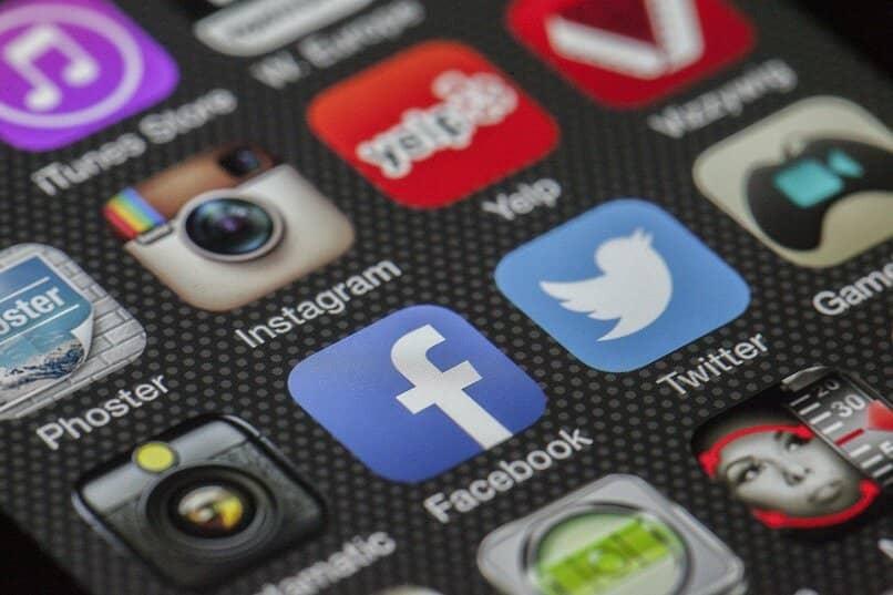 aplicacion de facebook se queda en blanco