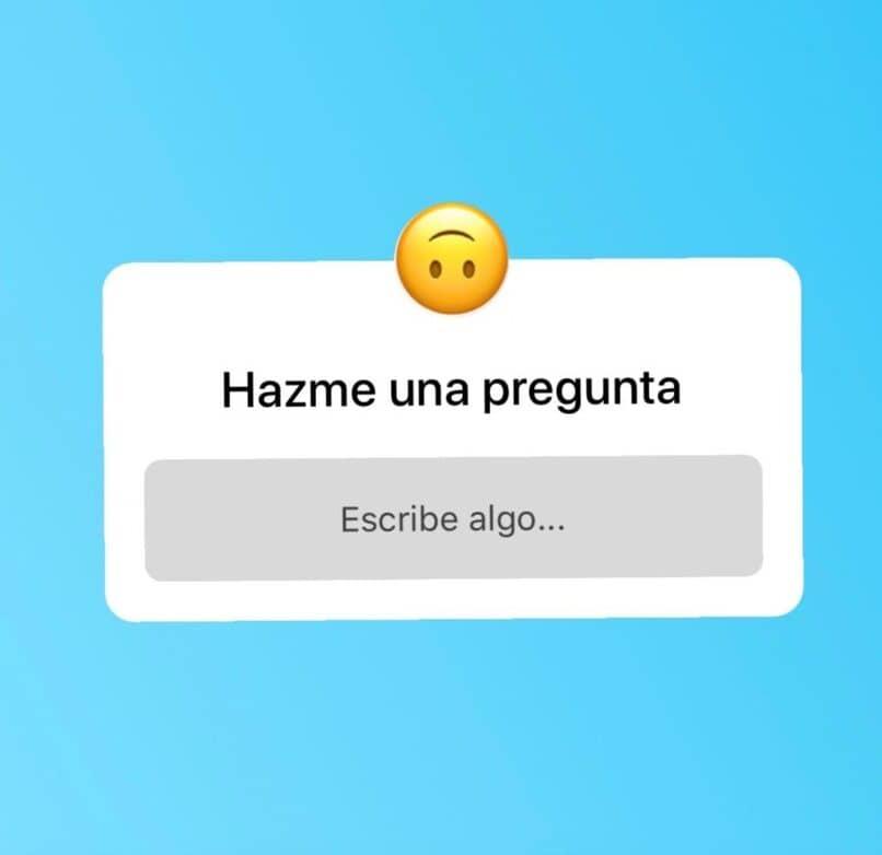 emoji feliz sobre el recuadro para hacer una pregunta
