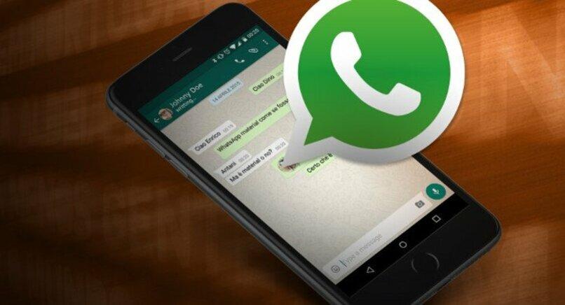 chat de whatsapp abierto en movil