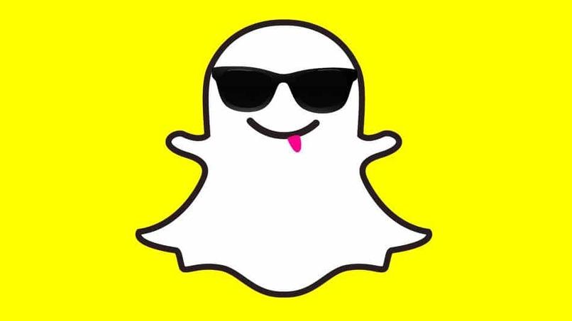 fantasma de snapchat con lentes oscuros