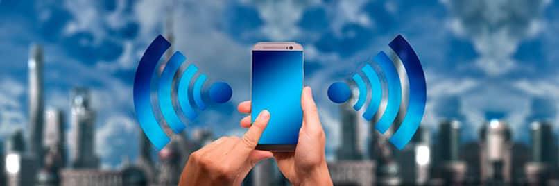 señal wifi emanada del smartphone a una cuidad