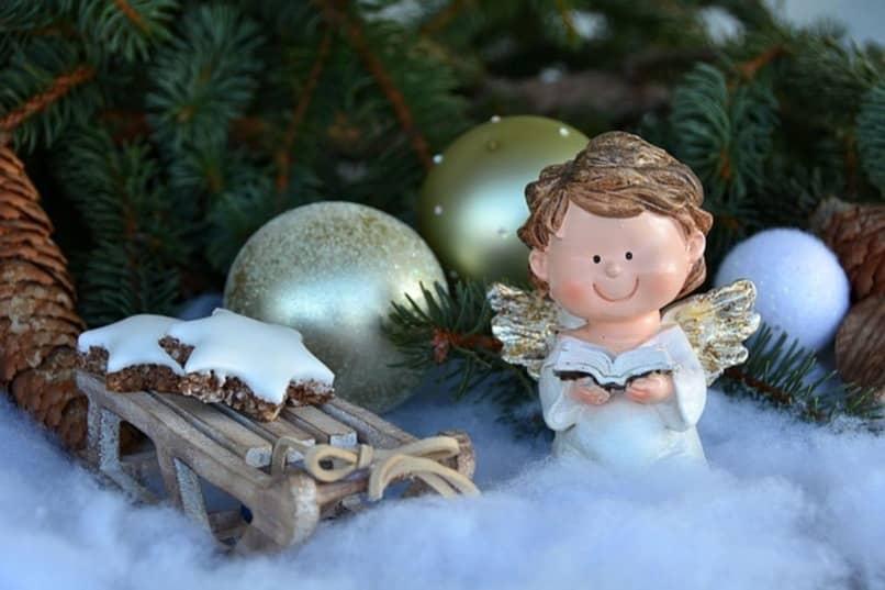 angel de navidad en arbolito