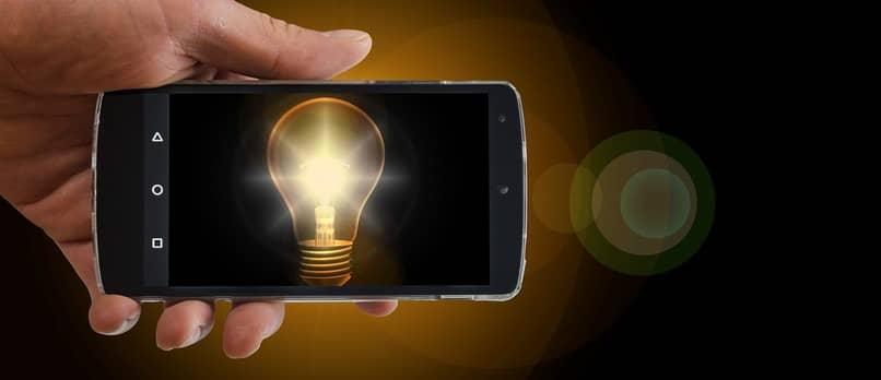 como aumentar el brillo de pantalla de tu movil o tablet