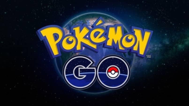 logo de pokemon go con planeta de fondo