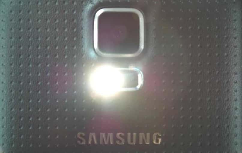 smartphone samsung con flash