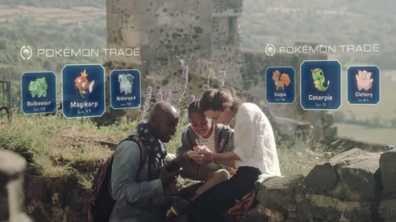 usuarios intercambiando pokemon entre ellos
