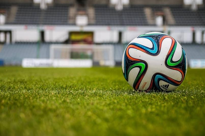 balon para jugar futbol