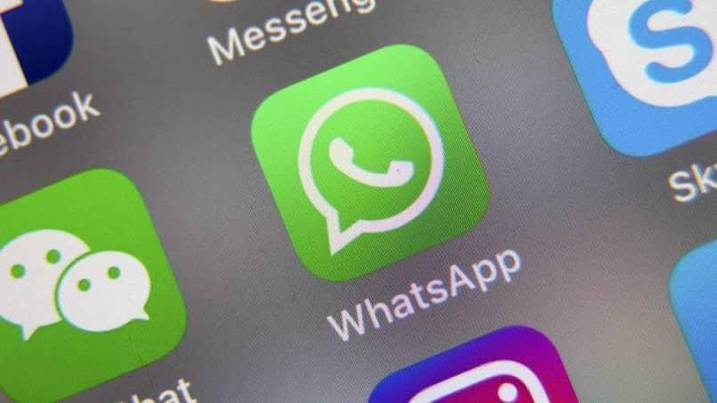 aplicacion whatsapp se queda guindada