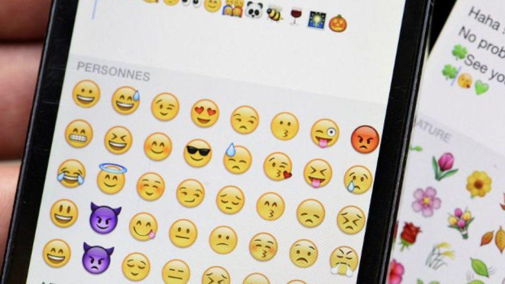 Poner emojis contactos WhatsApp 1