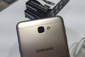Samsung Galaxy J7 Prime sacar tapa 1
