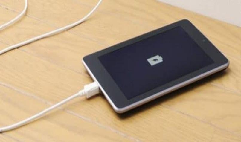 telefono cargando bateria