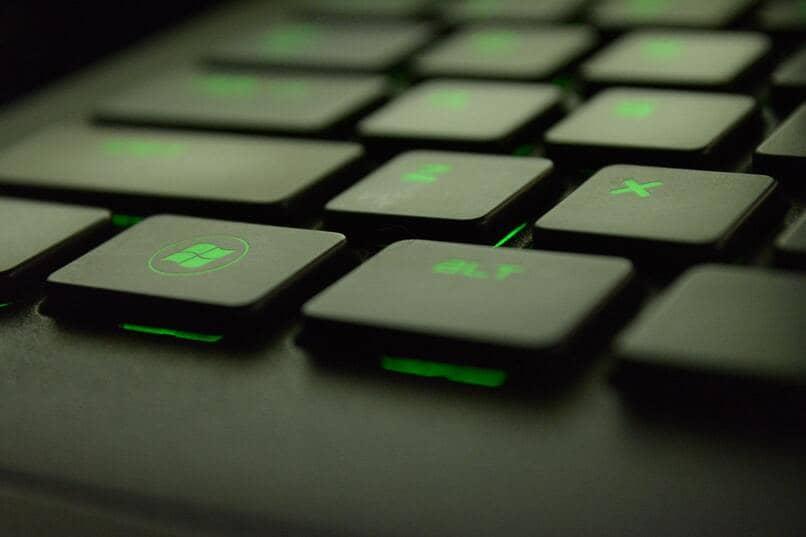 teclado teclas fluorescentes