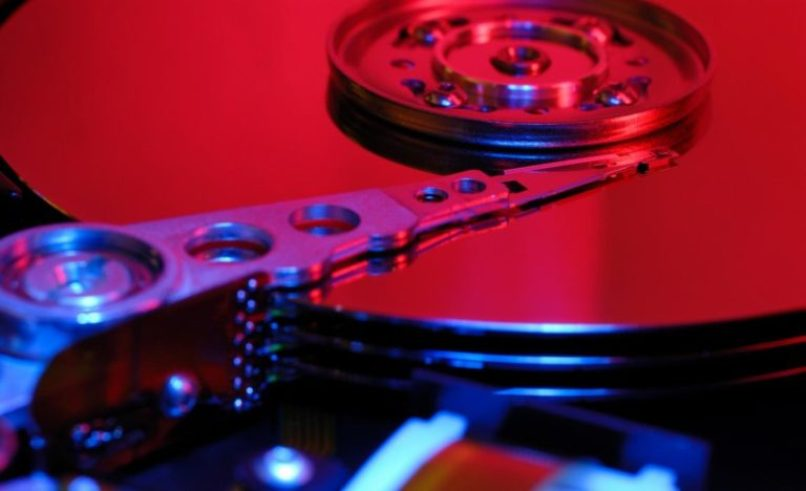 partes de un disco duro de una computadora