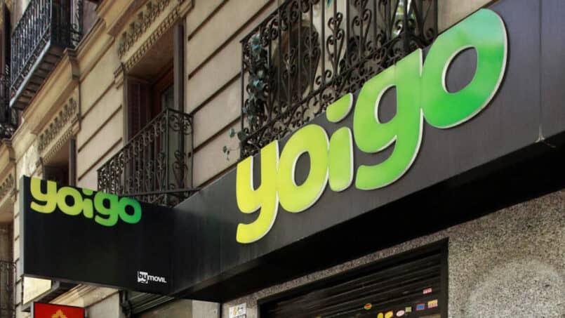 edificio con el logo de yoigo
