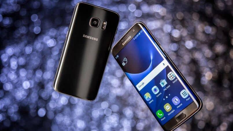 moviles samsung galaxy por detras y mostrando la pantalla