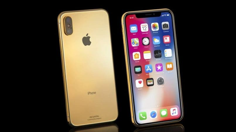 iphone dorado en fondo negro