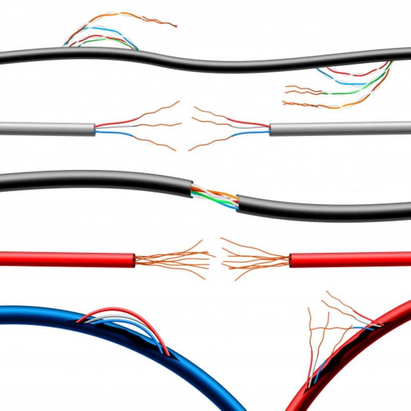 diversos cables dañados de diferentes maneras
