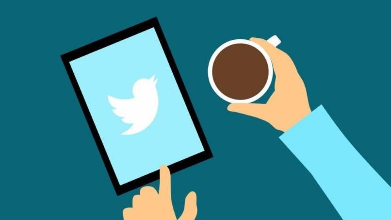 tablet pantalla twitter cafe