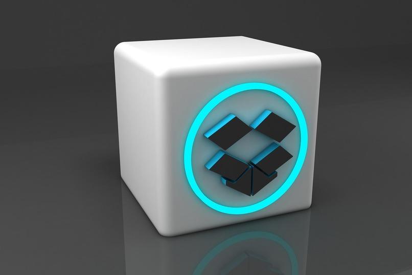 caja 3dcon logo de dropbox en el centro