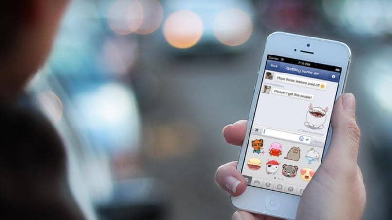 movil blanco facebook messenger chat