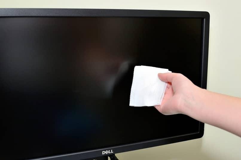 cuidar y limpiar monitor