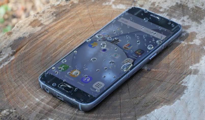reparar teléfono android mojado