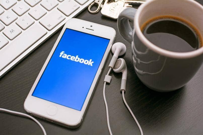 iphone pantalla facebook sobre escritorio