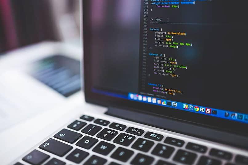 laptop con codigos java