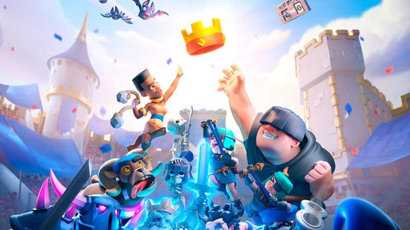 personajes del juego clash royale alcanzando una corona