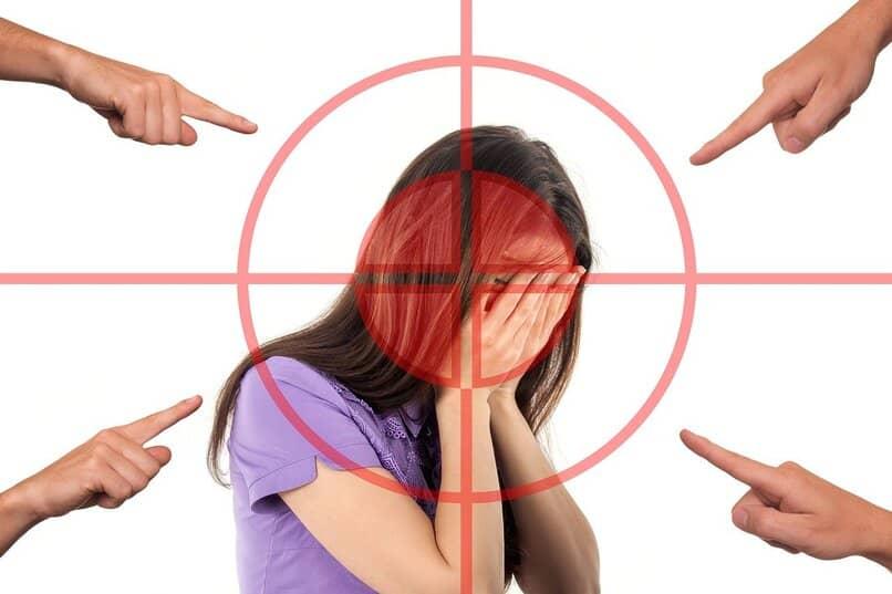 como denunciar acoso de facebook