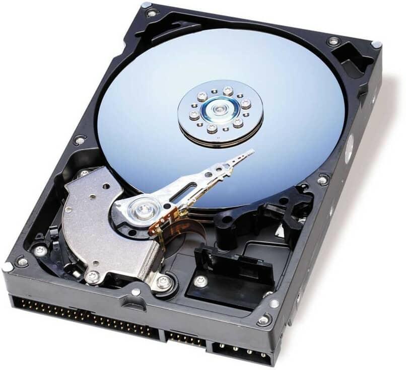 disco duro azul con fondo blanco