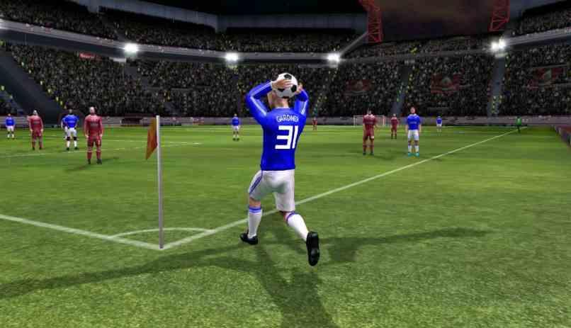 dream league soccer juego en funcionamiento jugador lanzando el balon