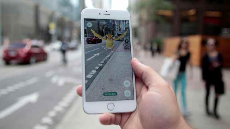 pokemon en la ciudad jugando