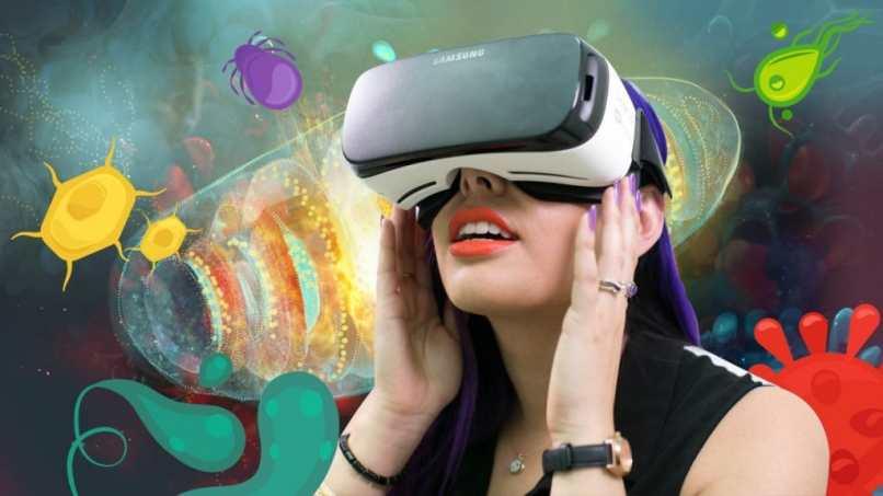persona probando realidad virtual