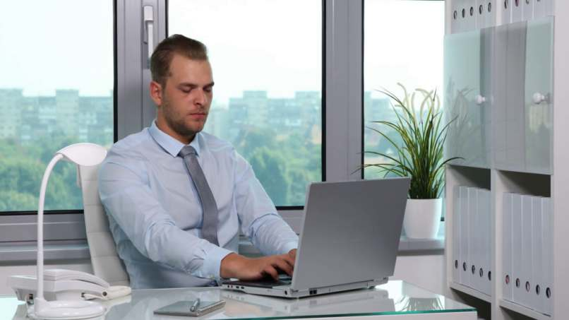 gerente oficina blanca