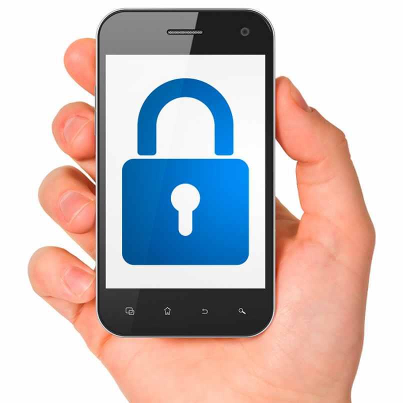 celular protegido candado azul pantalla mano sosteniendolo