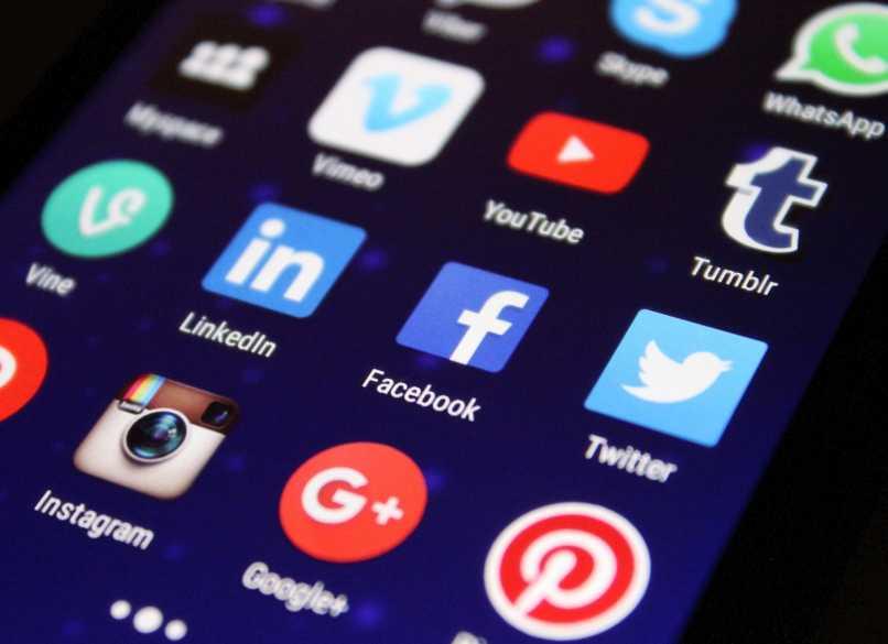 celular menu teclado instagram facebook